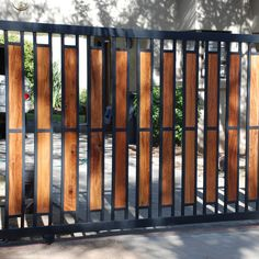 Creative and modern tricks: Green Lattice Fence Backyard Fence Split Rail. Creative and modern tricks: Green Lattice Fence Backyard Fence Split Rail. Main Gate Design, House Gate Design, Door Gate Design, Fence Design, Front Gate Design, Front Gates, Front Yard Fence, Entrance Gates, Small Fence