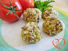 Polpette di risotto giallo in crosta di parmigiano http://www.cuocaperpassione.it/ricetta/cf301f4c-9f72-6375-b10c-ff0000780917/Polpette_di_risotto_giallo_in_crosta_di_parmigiano