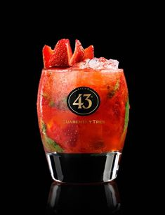 Licor 43 Strawberry-Crush 50 ml of Licor 43 20 ml vodka (Russian Standard) 15 ml lime juice 8 basil leaves 10 ml white balsamic vinegar 3 to 4 strawberries Sangria Cocktail, Wine Cocktails, Bar Drinks, Summer Cocktails, Strawberry Crush, Strawberry Vodka, Fun Drinks Alcohol, Alcoholic Drinks, Smoothie Drinks