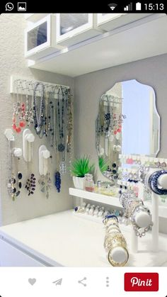Jewelry Storage Master Closet Necklaces IH - Sharing some Bedroom Closet Organization Ideas to get you motivated and inspired to get your day off on a great start. Master Closet, Closet Bedroom, Closet Space, Master Bedroom, Closet Nook, Closet Redo, Organizar Closet, Diy Casa, Ideas Para Organizar