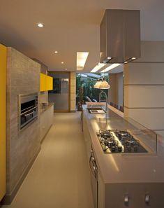 UBHouse by Paula Martins Arquitetura, Interiores & Detalhamento   HomeDSGN, a daily source for inspiration and fresh ideas on interior design and home decoration.