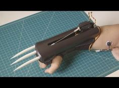 MyoWare Bionic Claws: Build Your Own Set of. - MyoWare Bionic Claws: Build Your Own Set of Automatic Wolverine ClawsNow everyone can build their own set of Wolverine-like claws thanks to the Wearable Muscle Sensor Platform. Cosplay Tutorial, Cosplay Diy, Cosplay Costumes, Marvel Costumes, Cosplay Weapons, Ninja Weapons, Diy 3d Drucker, Armas Ninja, 3d Cnc