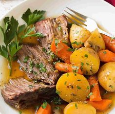 beef with carrots and potatoes in cookeo - an easy recipe. - beef with carrots and potatoes at cookeo, a delicious dish of minced meat with vegetables for your - Pot Roast Recipes, Carrot Recipes, Crockpot Recipes, Dinner Recipes, Cooking Recipes, Healthy Recipes, Potato Recipes, Boneless Chuck Roast Recipes, Healthy Food