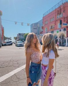 If reposted give credit or DM me for original photo credit ♡︎♥︎♡ Foto Best Friend, Best Friend Photos, Best Friend Goals, Friend Pics, Bff Pics, Cute Friends, Best Friends, Shooting Photo Amis, Photo Trop Belle