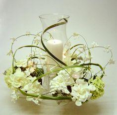 Centro de mesa... Huracán... elaborado con Stephanotis y Gardenias. ¿Te gustaría aprender a hacerlo tu mismo? Visita: www.imtf.com.mx