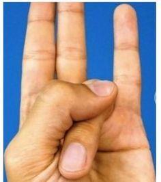 Metti le dita in questa posizione, e guarda cosa accade al tuo corpo:Sorprendente |
