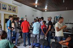 HORA DA VERDADE: ATUALIDADE: Grupo faz manifestação na Câmara de Ve...