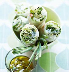 Rouleaux de printemps à la chlorophylle avec crevettes et concombre