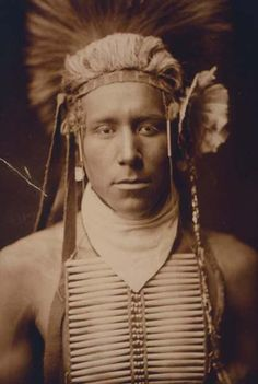 Above we show a majestic photo of Little Daylight. It was made in 1905 by Edward S. Curtis.    The illustration documents Little Daylight, head-and-shoulders portrait, facing front.    We have compiled this collection of artwork mainly to serve as a vital educational resource. Contact curator@old-picture.com.