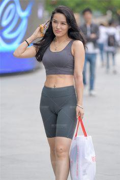 Grey Sports Leggings, Girls In Leggings, Sexy Hot Girls, Cute Girls, Cool Girl, Bottomless Girls, Yoga Pants Girls, Photos Of Women, Beautiful Asian Women