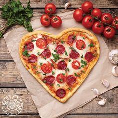Definitive guide to pizza for lunch in Boca Raton - Boca Newspaper Restaurant Specials, Restaurant Deals, Pizza Barbacoa, National Pizza Month, Creative Pizza, Heart Shaped Pizza, White Pizza Recipes, Queso Manchego, Mini Pizzas