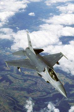 Lockheed Martin (General Dynamics) F-16 Fighting Falcon: