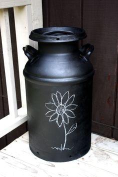 Milk Can - Chalkboard Paint - Change the design with the seasons. Metal Milk Jug, Metal Tins, Milk Jugs, Outdoor Crafts, Outdoor Decor, Painted Milk Cans, Milk Can Decor, Antique Milk Can, Old Milk Cans