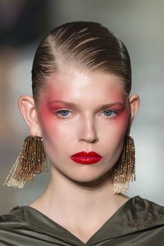 Everything to do with latest makeup trends and inspiration. We're providing smart shopping tips to get beauty discounts and deals, DIY tutorials, latest runway makeup trends and tips to look your best! Makeup Trends, Makeup Inspo, Makeup Inspiration, Makeup Tips, Makeup Ideas, 2017 Makeup, 2017 Inspiration, Spiritual Inspiration, Inspiration Quotes