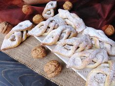 Raspberrybrunette: Orechové šatôčky Something Sweet, Stuffed Mushrooms, Bread, Vegetables, Desserts, Recipes, Food, Hampers, Stuff Mushrooms