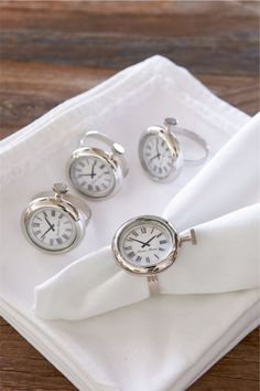 Old watches for napkin holders...Rivièra Maison