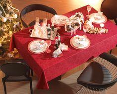 Toalha de mesa Peônia Vermelha. Tecido tinto com estampa simulando jacquard.