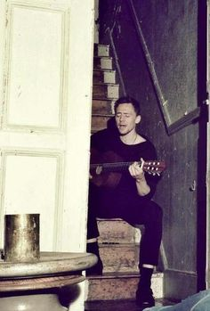 Tom Hiddleston behind the scenes photoshoot Flaunt Mag. SWOON