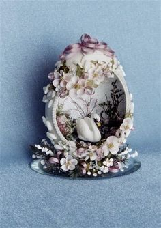 Goose Eggs and small eggs are used in these kits. Sugar Eggs For Easter, Easter Egg Crafts, Easter Eggs, Faberge Eier, Egg Shell Art, Easter Fabric, Carved Eggs, Easter Egg Designs, Creation Crafts