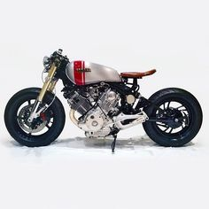 "bike-exif: ""Here's a killer Yamaha XV750 by @agetrotta. A torquey v-twin and mono shock setup on a vintage-styled bike: what more can you ask for? Via @caferacersofinstagram #yamaha #motorcycle..."