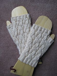 Emilee Dee Mitts pattern by Paula McKeever - Free pattern (Includes instructions for both DK and sport weight yarn; knit in the round) - Matthew, make me some of these mitten thingies for my display! Fingerless Gloves Knitted, Crochet Gloves, Knit Mittens, Knitting Socks, Knit Crochet, Knitted Hats, Knitting Patterns Free, Free Knitting, Free Pattern
