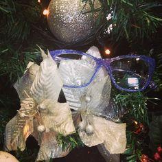 Πώς θα μπούμε ακόμη περισσότερο στο πνεύμα των #Χριστουγέννων; Με glitery frames Dolce & Gabbana  #dolcegabbana #dg #glitery #sparkle #frames #eyewear #glasses #sunglasses #christmas #tree #opticametaxas #χριστούγεννα #athens #γυαλιά