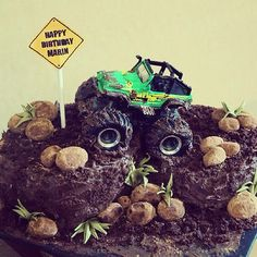 Off road cake  Change the sign to wedding ⬅️