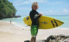 almasurf.com Pequeno Kian Martin se diverte nas Mentawais; veja vídeo