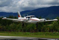 Piper PA-30-160 Twin Comanche aircraft picture