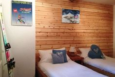 Twin bedroom at Chalet Eterlou, France #snowboarding #skiing http://www.chaleteterlou.com/bedrooms-cheap-catered-chalet-in-french-alps/