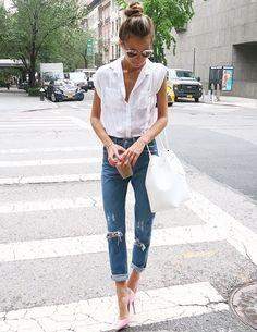 Rien de tel qu'une paire d'escarpins haut perchés pour féminiser un jean destroyed (instagram Somethingnavy)