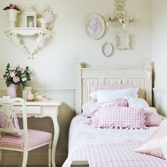 Pink-gingham-bedroom-girls-room