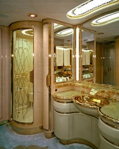 Sultan Brunei's luxury jet private jet Flying Palace: Sultan Brunei's Private Jet Luxury Jets, Luxury Private Jets, Luxury Yachts, Private Plane, Private Jet Interior, Luxury Helicopter, Beautiful Bathrooms, Luxury Living, My Dream Home