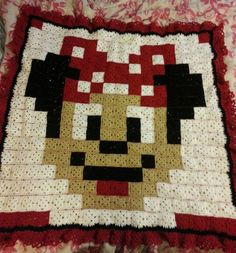 Minnie Mouse granny square blanket by Kari Edwards Dodson - Pattern: https://de.pinterest.com/pin/374291419002309785/