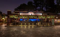 Disneyland Christmas, Wild West, Westerns, Mansions, House Styles, Places, Image, Manor Houses, Villas