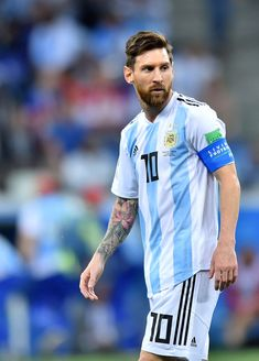 Lionel Messi of Argentina looks on during the 2018 FIFA World Cup. Neymar, Lional Messi, Lionel Messi Barcelona, Barcelona Soccer, Fc Barcelona Wallpapers, Lionel Messi Wallpapers, Messi Argentina, Ronaldo Real Madrid, Soccer Girl Problems