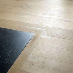 overgang van houten vloer naar tegelvloer. Mooi als overgang tussen badkamer en slaapkamer, of toilet en gang. Foto's van parketeninterieur-nl\sfeerfotos\houten-vloeren