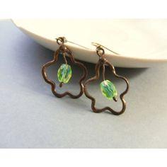 Copper wire earrings, green beaded jewelry, funky earrings, peacock... (5.995 HUF) ❤ liked on Polyvore featuring jewelry, earrings, asymmetrical earrings, beading earrings, beaded earrings, green jewelry and peacock earrings