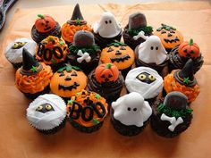 halloween cupcakes! Going to make these for Darren's Haunted house this year!