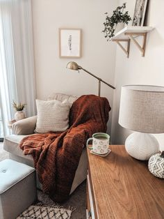 Loving this cozy corner vibe. Home Living Room, Apartment Living, Living Room Decor, Living Spaces, Bedroom Decor, Apartment Therapy, Decoration Inspiration, Decor Ideas, Home And Deco