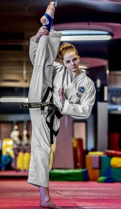 Taekwondo Girl, Karate Girl, Female Martial Artists, Martial Arts Women, Human Poses Reference, Martial Arts Workout, Art Women, Dojo, Jiu Jitsu