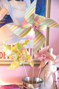 "tutorial: pinwheels that actually spin {shown: 12"", 9"", 6"" sizes}"