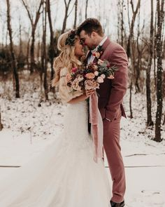 There's something magical about having your wedding pictures set in snow. Let these stunning winter wedding photos be your inspiration (or fodder for your next daydream). ring boho fashion for teens vintage wedding couple schmuck verlobung hochzeit ring Snow Wedding, Winter Wonderland Wedding, Wedding Bells, Dream Wedding, Wedding Day, Wedding Tips, New Years Wedding, Bridal Tips, Mauve Wedding