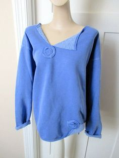 Appliqu d Peri Blue Sweatshirt Altered Clothes Crew-neck Sweater altered appliqued clothes sweater sweatshirt Appliqu d Peri Blue Sweatshirt Altere… – Sweatshirt Sweatshirt Makeover, Sweatshirt Refashion, Sweat Shirt, Sewing Clothes, Diy Clothes, Altered Couture, Altering Clothes, How To Wear Scarves, Clothing Hacks
