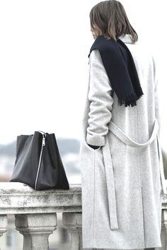 Light grey coat. Via LA COOL & CHIC