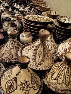 Moroccan Cooking Pottery..  Would love to know how to use them..