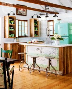Vintage Kitchen House tour: Old-meets-new in this cottage kitchen {PHOTO: Donna Griffith} - Exchange ideas and find inspiration on interior decor and design tips, home organization ideas, decorating on a budget, decor trends, and more. Eclectic Kitchen, Rustic Kitchen, Country Kitchen, New Kitchen, Vintage Kitchen, Kitchen Industrial, Industrial Design, 1950s Kitchen, Industrial House