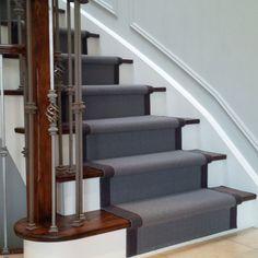 Grey carpet stair runner on dark wood stairs Carpet Decor, Diy Carpet, Modern Carpet, Carpet Ideas, Cheap Carpet, Plush Carpet, Beige Carpet, Sisal Carpet, Black Carpet