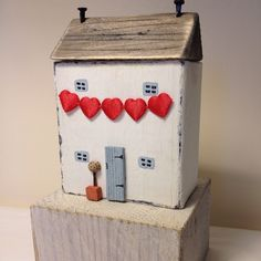 Valentine cottage #driftwoodhouse #driftwood #dtiftwoodcottage #bunting…