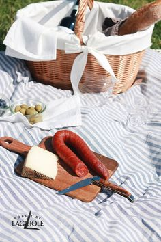 When the leaves are slowly changing their colour and  the temperatures are falling, you might think that picnic season is over. But with the right weather, autumn can be the perfect time for a stunning picnic. Grab some cheese, chorizo, a baguette and a bottle of your favourite wine - and of course one of our Forge de Laguiole® folding knife.  #forgedelaguiole #laguiole #laguioleknife #knives #knife #laguioleknives #handmade #pocketknife #foldingknife #outdoor #picnic #perfectpicnic #autumn